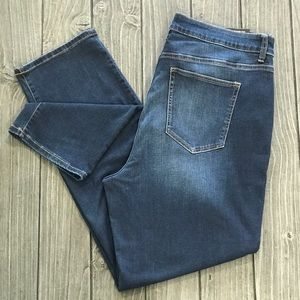 NWT Flattering Everyday Distressed Ankle Jeans